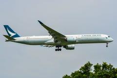 Aterrizaje de aeroplano del pasajero en el aeropuerto de Bangkok imagen de archivo libre de regalías