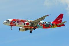 Aterrizaje de aeroplano del pasajero en el aeropuerto de Changi foto de archivo libre de regalías