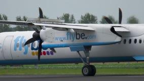 Aterrizaje de aeroplano del turbopropulsor almacen de video