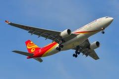 Aterrizaje de aeroplano en el aeropuerto de Bangkok imagen de archivo libre de regalías