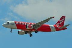 Aterrizaje de aeroplano en el PECADO del aeropuerto de Changi imágenes de archivo libres de regalías