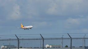 Aterrizaje de aeroplano en Mia almacen de video