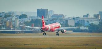 Aterrizaje de aeroplano en Tan Son Nhat Airport foto de archivo