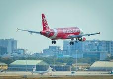 Aterrizaje de aeroplano en Tan Son Nhat Airport imagen de archivo libre de regalías