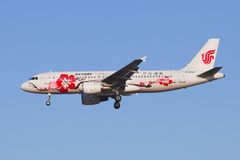 Aterrizaje de Air China B-6610 Airbus A-320-200 en BCIA, Pekín, China Foto de archivo libre de regalías