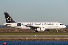 Aterrizaje de Air New Zealand Airbus A320 en Sydney Airport Fotos de archivo libres de regalías