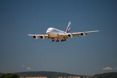 Aterrizaje de Airbus A 380 Imágenes de archivo libres de regalías
