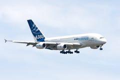 Aterrizaje de Airbus A380 Imagen de archivo libre de regalías