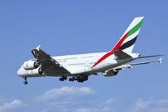 Aterrizaje de Airbus A380-861 A6-EDR de los emiratos en Pekín, China Fotografía de archivo libre de regalías