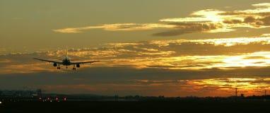 Aterrizaje de aviones Foto de archivo libre de regalías