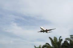 Aterrizaje de aviones Fotografía de archivo libre de regalías