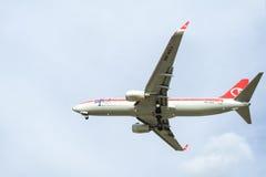 Aterrizaje de aviones imagen de archivo libre de regalías