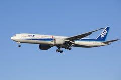Aterrizaje de aviones All Nippon Airways Imagenes de archivo