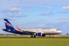 Aterrizaje de aviones ruso de Airbus A320 de las líneas aéreas de Aeroflot Imágenes de archivo libres de regalías