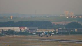 Aterrizaje de Boeing 787 almacen de metraje de vídeo