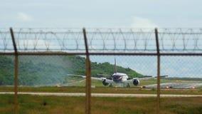 Aterrizaje de Boeing 777 del aeroplano metrajes