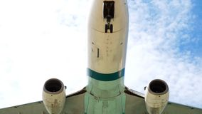 Aterrizaje de Boeing 737 del aeroplano metrajes