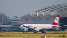 Aterrizaje de Boeing 777 del austriaco metrajes