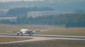 Aterrizaje de Boeing 767 del cóndor almacen de video