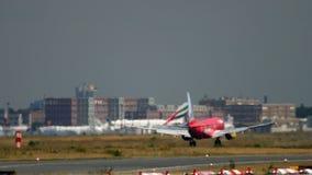 Aterrizaje de Boeing 737 TUIfly almacen de video
