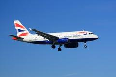 Aterrizaje de British Airways Airbus A319 Fotos de archivo libres de regalías