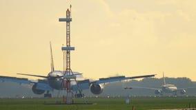 Aterrizaje de Jet Airways Boeing 777 almacen de metraje de vídeo
