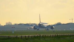 Aterrizaje de Jet Airways Boeing 777 metrajes