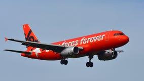 Aterrizaje de Jetstar Airways Airbus A320 en el aeropuerto internacional de Auckland Imagen de archivo