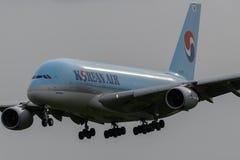 Aterrizaje de Korean Air Airbus A380 Fotos de archivo libres de regalías