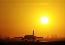 Aterrizaje de la puesta del sol Imágenes de archivo libres de regalías