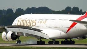 Aterrizaje de los emiratos de Airbus 380 almacen de metraje de vídeo
