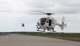 Aterrizaje de los helicópteros fotos de archivo