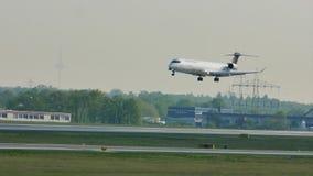 Aterrizaje de Lufthansa Regional en el aeropuerto de Francfort, FRA El aterrizar