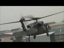 Aterrizaje de un UH60 BlackHawk en Afganistán metrajes