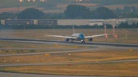 Aterrizaje de Vietnam Airlines Boeing 787 almacen de metraje de vídeo