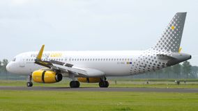 Aterrizaje de Vueling Airbus a320 almacen de video