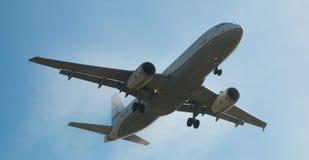 Aterrizaje del avión de Aegean Airlines Fotos de archivo libres de regalías