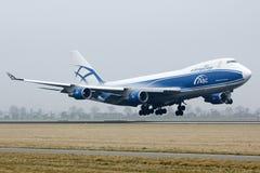Aterrizaje del avión de carga del ABC Boeing 747 Fotos de archivo libres de regalías