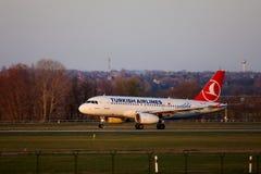 Aterrizaje del avión de pasajeros Imagen de archivo libre de regalías