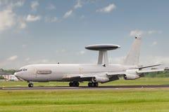 Aterrizaje del AWACS fotografía de archivo