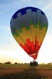 Aterrizaje del globo del aire caliente Imágenes de archivo libres de regalías