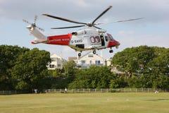 Aterrizaje del helicóptero del guardacostas imagenes de archivo