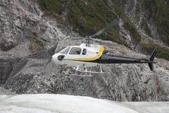 Aterrizaje del helicóptero en Franz Josef Glacier fotos de archivo
