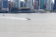 Aterrizaje del hidroavión en Vancouver Fotografía de archivo libre de regalías