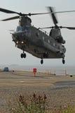 Aterrizaje del muelle del helicóptero del chinuk Fotografía de archivo libre de regalías