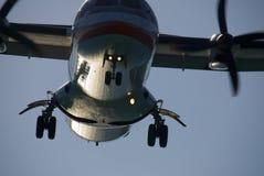 Aterrizaje del turbopropulsor Foto de archivo libre de regalías