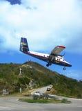 Aterrizaje dramático del avión de Winair en el aeropuerto de St Barts Foto de archivo