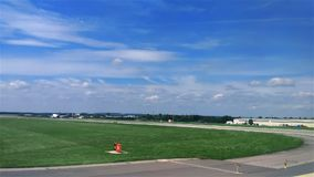 Aterrizaje en el aeropuerto almacen de video