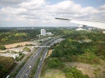 Aterrizaje en el aeropuerto de Narita, Tokio, Japón imagen de archivo