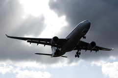 Aterrizaje malasio de Airbus A330 del cargo Fotografía de archivo